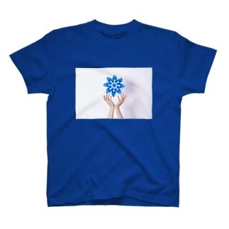 hand(青い花) T-shirts