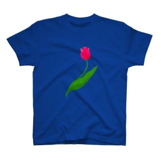 ピンクのチューリップ一輪 T-shirts