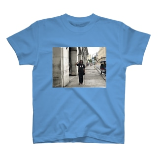 キューバでゲバラの格好した金くれ爺さん T-shirts