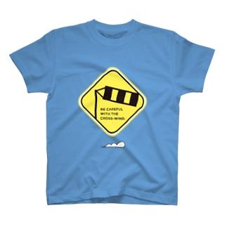 標識!「横風注意」 T-shirts