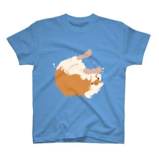 空中と水中を漂うモルモット T-shirts