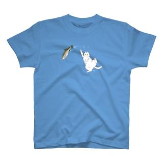 白猫と魚 T-shirts