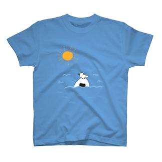 おにぎりに止まる鳥 T-shirts