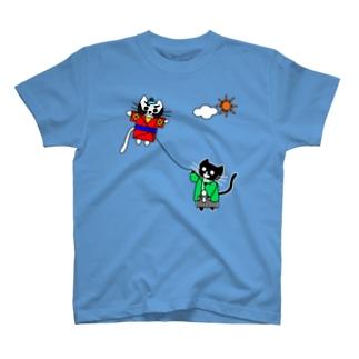 たまとクロの凧揚げ T-shirts