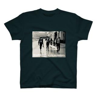 ビーチモノクロ写真 T-shirts