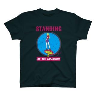 キノコの上に立てるやつ T-shirts