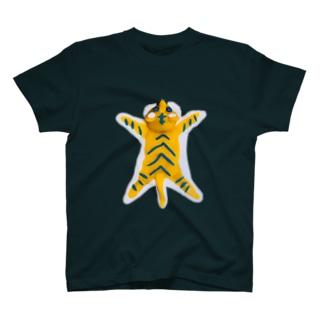 虎の敷物(縦) 粘土製 T-Shirt