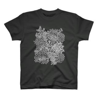 街並みと森 Tシャツ
