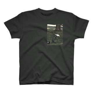 一羽の白い鳩 T-shirts
