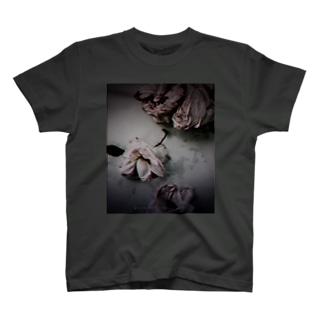 孤独 T-shirts