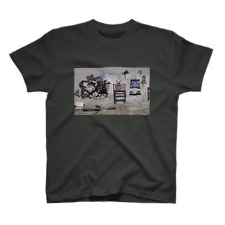 [bizάːr]  T-shirts