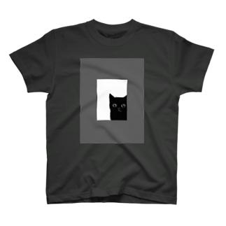 猫の窓(モノクロ) T-shirts
