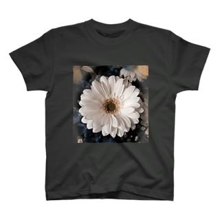 無垢白花 T-shirts