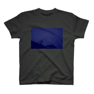 気配 T-shirts