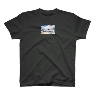 右と左と真っ直ぐ T-shirts