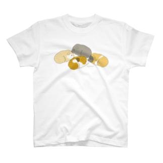 4匹のモルモット(ブラウン) Tシャツ