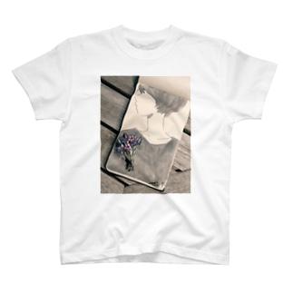 蚤の市で買ったアンティークブローチ Tシャツ