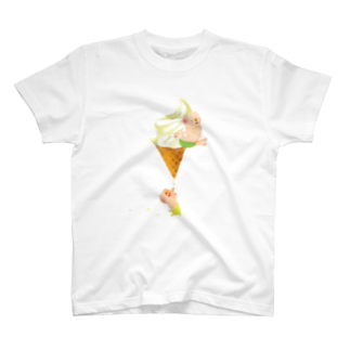 はだかんぼうのコブタたちのブタとソフトクリームTシャツ