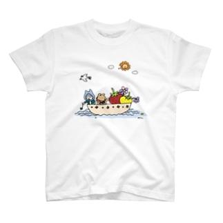 いちごを運ぶねこといぬ Tシャツ