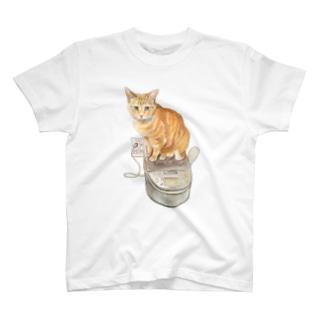 Keeping cats warm Tシャツ