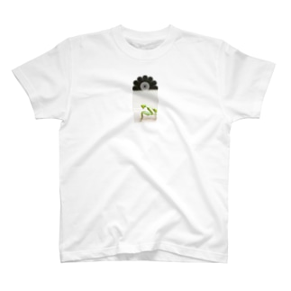 カマキリの生態 Tシャツ