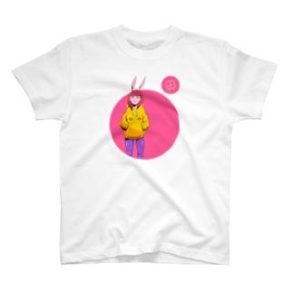 怪訝な表情をした女の子 うさぎ Tシャツ