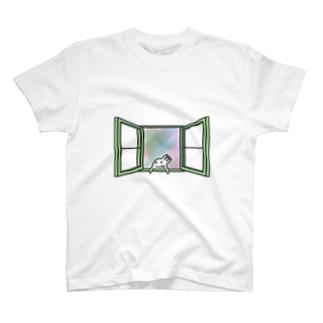 窓を開けて外を見よう Tシャツ