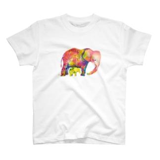 赤いゾウと黄色い子ゾウ Tシャツ