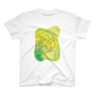 いぬけつバッテン(草原で遊ぶ) Tシャツ
