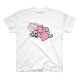 横たわるカバ Tシャツ
