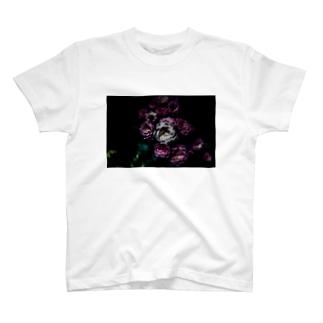 Flower in the dark Tシャツ