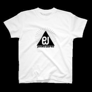 995(キュウキュウゴ)のPooksWorks ロゴ 白系Tシャツ
