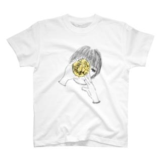 手のひらに月 Tシャツ