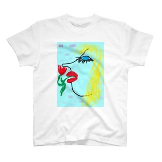 Blue eyes woman Tシャツ