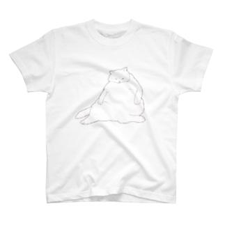 おデブ白猫の日向ぼっこ Tシャツ