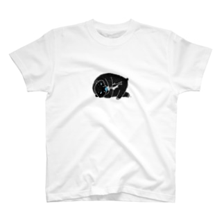寝っ転がって鮭を食べる熊 Tシャツ