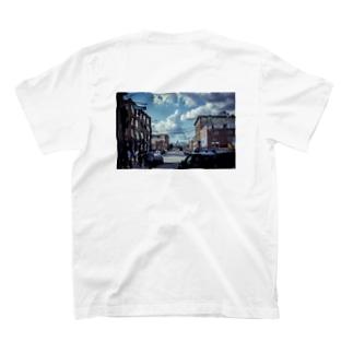 Bushwick空 T-shirts