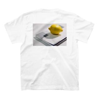 檸檬 T-shirts