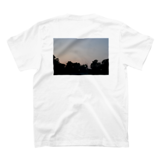 クリス⛈️の公園で撮った空 T-shirts
