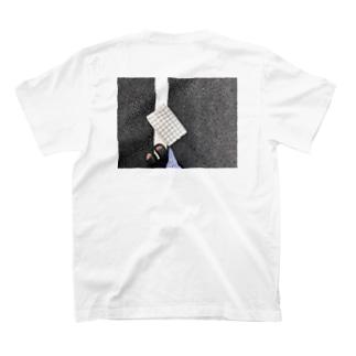 白線と卵パック T-shirts