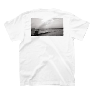 Beach on the back Black and White  T-shirts