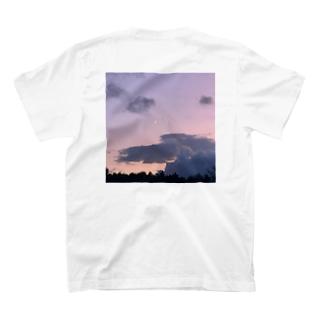 紫色の空模様 T-shirts