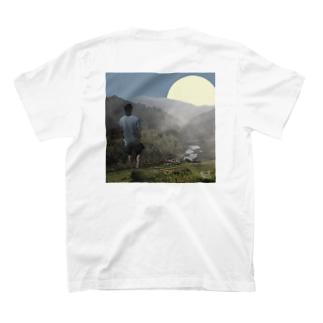 川遊び T-shirts