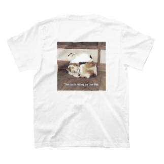 シッポの上にシロ T-shirts