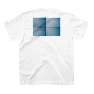 宙を舞うトンビ T-shirts