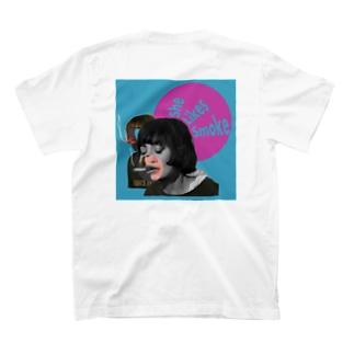 タバコ吸い女 T-shirts