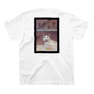 素敵な左目の猫。 T-shirts