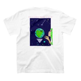 背中 Curiosity and love T-shirts