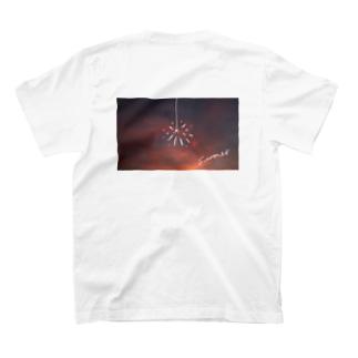 夕日と花火 T-shirts