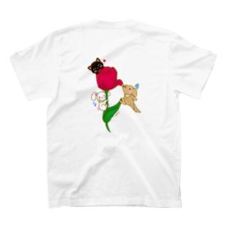 チューリップに誘われて T-shirts